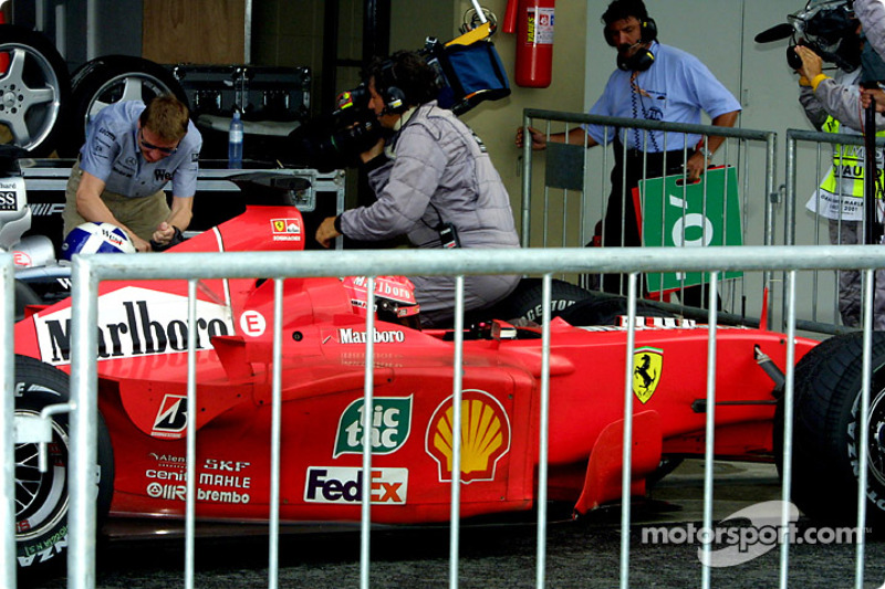 David Coulthard y Michael Schumacher en el parc ferme