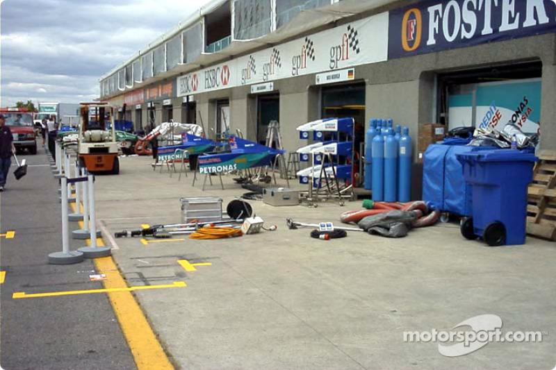 Sauber pit area