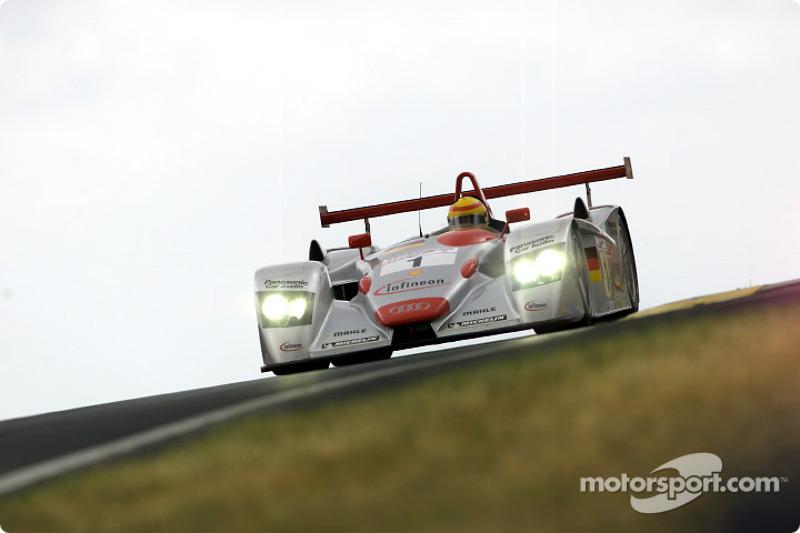 Frank Biela leading in the Infineon Audi R8 (#1)