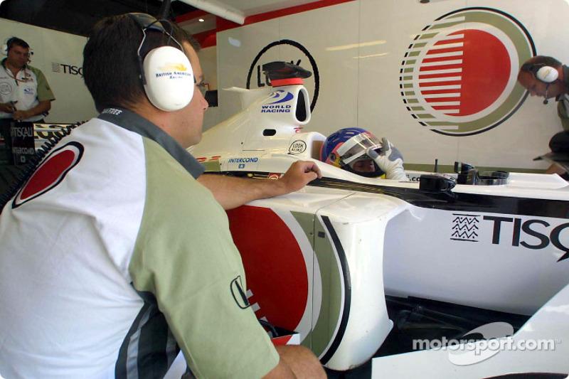 Jacques Villeneuve waiting in the garage