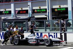Trouble for Mika Hakkinen gridde