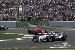 Adelaide corner in the first lap: Ralf Schumacher in front of brother Michael