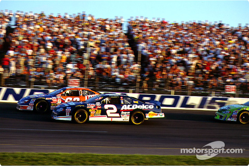 Race action: Kevin Harvick