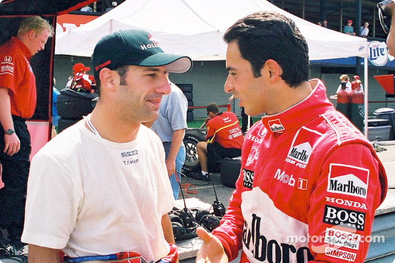 Tony Kanaan and Helio Castroneves discussing before the race