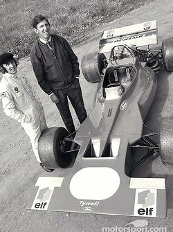 Ken Tyrrell y Jackie Stewart presentando el Tyrrell001