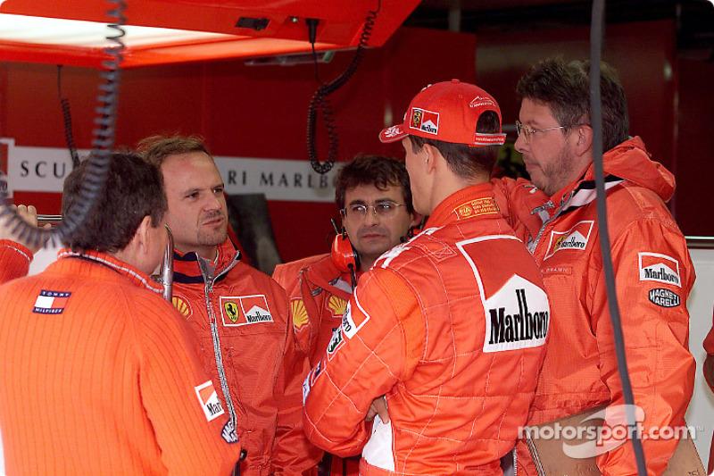 Rubens Barrichello discussing with Michael Schumacher