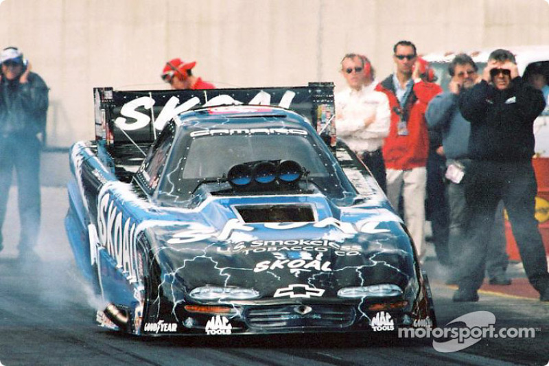 The Skoal Team had a bad day with blowers: Tommy Johnson blew the pressure hatch, his escape hatch and knocked the engine off its mounts
