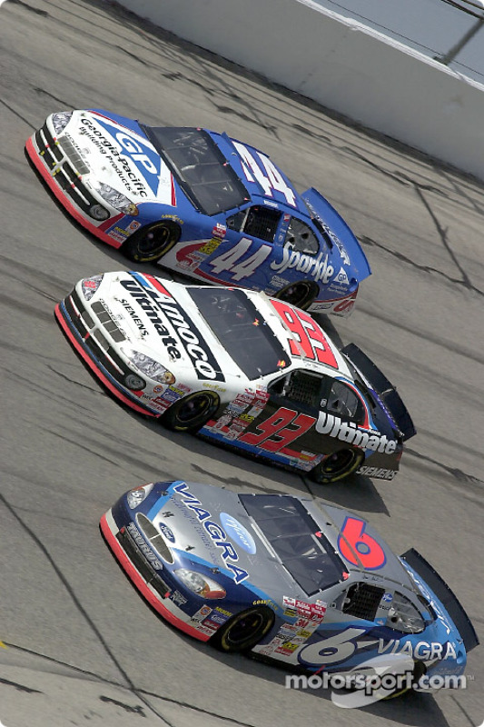 Mark Martin runs three wide with Dave Blaney and Buckshot Jones through turn 4
