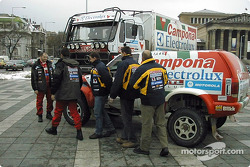 Frank Papp and Papp Racing getting ready in Arras