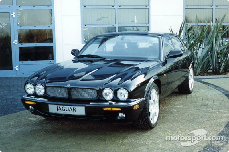 Une voiture Jaguar à l'extérieur