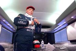 Niki Lauda preparándose