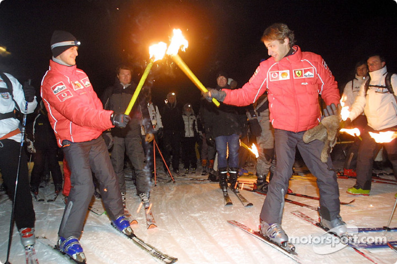 Michael Schumacher et Luca Badoer au relais de la flamme olympique