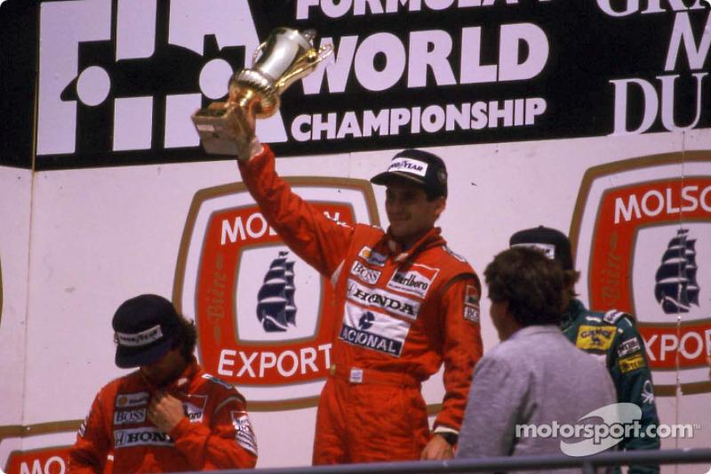 Le podium: le vainqueur Ayrton Senna et Alain Prost