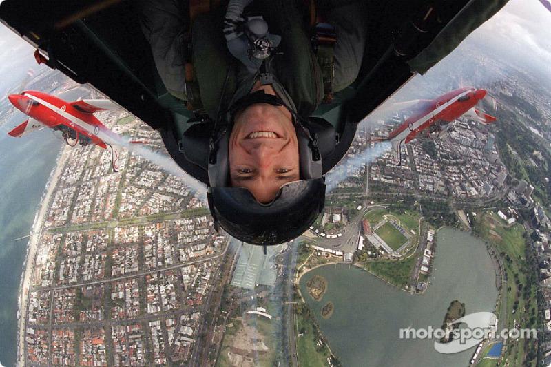 Марк Веббер літає над Альберт-Парком