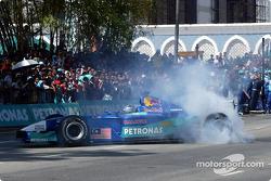 Petronas day in Kuantan, Malaysia: demo of Formula 1 racing with the Sauber Petronas C21 on the main street of Kuantan with Nick Heidfeld