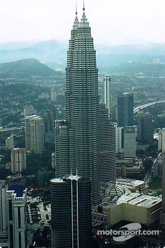 Kuala Lumpur : les tours jumelles Petronas et le quartier d'affaires