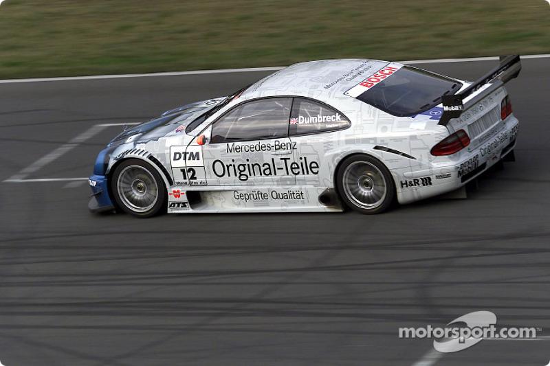 Peter Dumbreck pilote la Mercedes-Benz CLK-DTM 2001 du Original-Teile AMG Mercedes Team