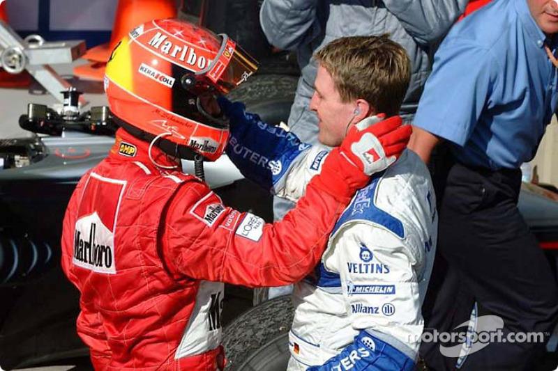 El ganador de la carrera, Michael Schumacher y su hermano Ralf