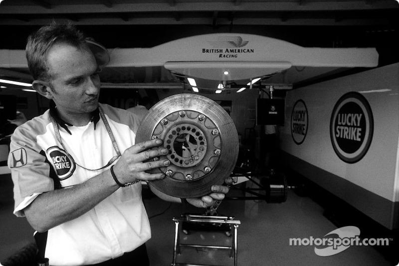 BAR crew member and brake disc