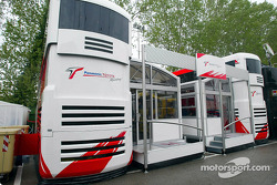 Otra nueva casa rodante en Imola: el Panasonic Toyota Racing Motorhome