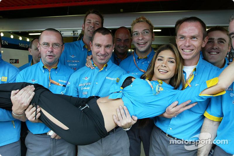 Renault F1 mechanics and Mexican pop star Patricia Manterola