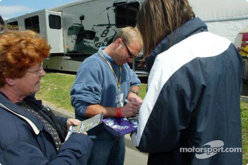 Bill Auberlen signing autographs