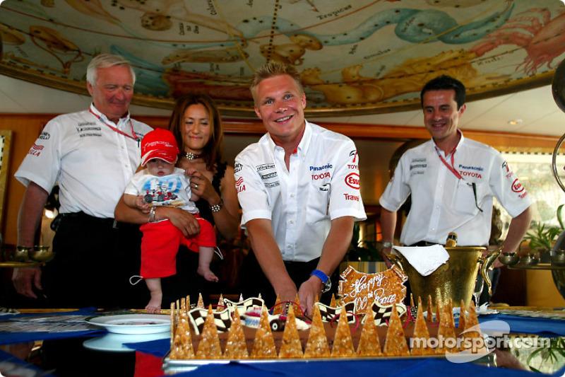 Mika Salo celebrando su arrancada 100 en Grandes Premios