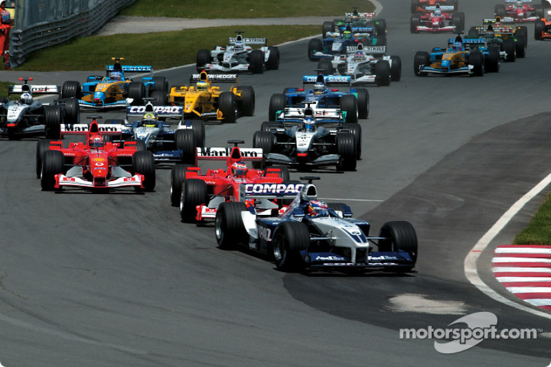 start: Juan Pablo Montoya leading Rubens Barrichello ve Michael Schumacher