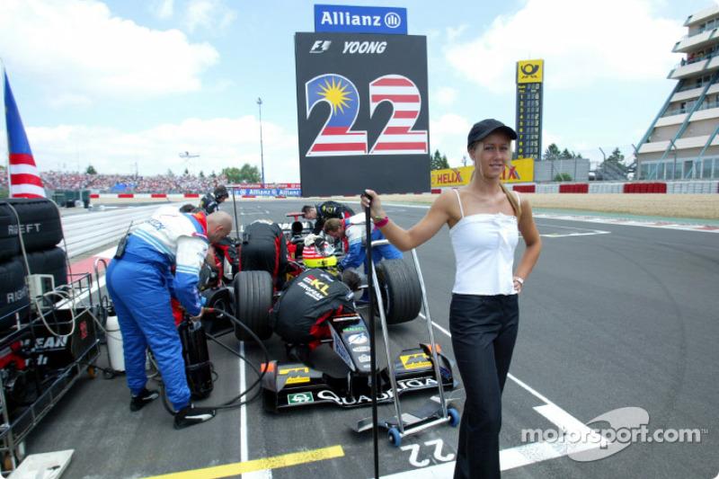 Team Minardi on the starting grid