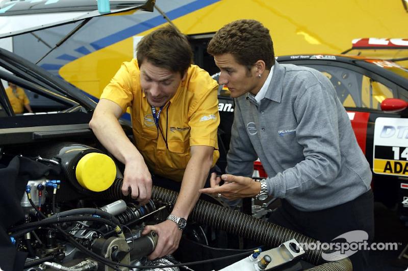 El Equipo Opel preparándose para el fin de semana: Timo Scheider