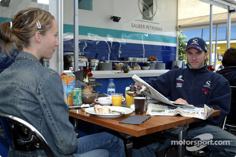 Nick Heidfeld desayunando