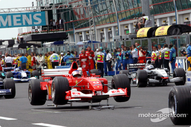 Rubens Barrichello stuck on the starting grid