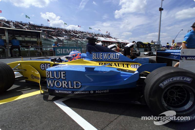 Jenson Button durante el calentamiento matutino