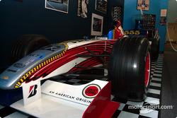 Bezoek aan Gilles Villeneuve Museum: Jacques Villeneuve BAR 001