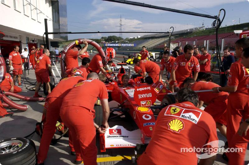 Práctica de parada de pits para el Equipo Ferrari