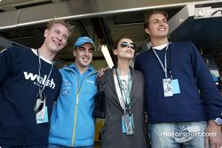 Fernando Alonso con la cantante Lisa Stansfield, el nadador Pieter van den Hoogenband y el patinador holandés de velocidad, Jochem Uytdehaage