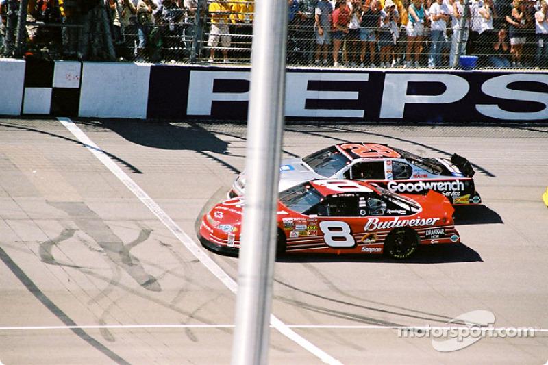 Dale Earnhardt Jr. y Kevin Harvick