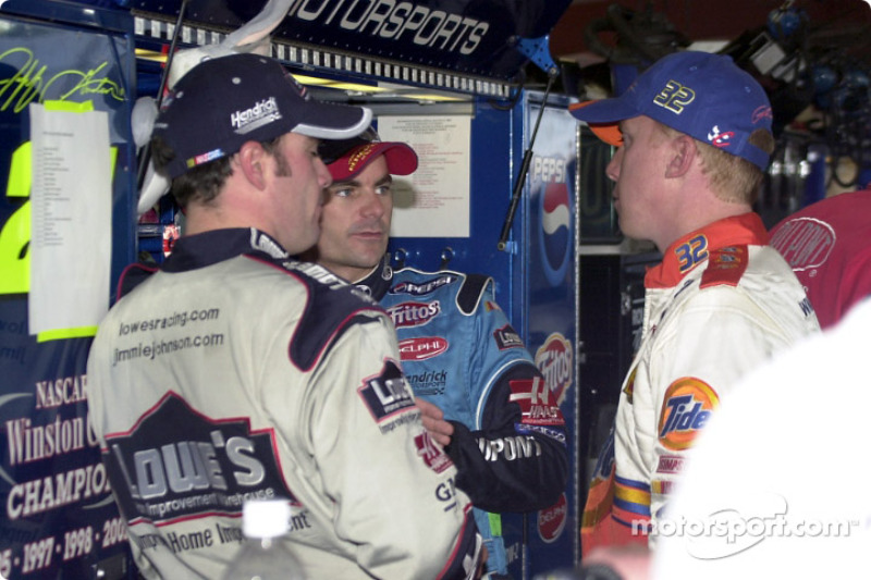 Jimmie Johnson, Jeff Burton y Ricky Craven