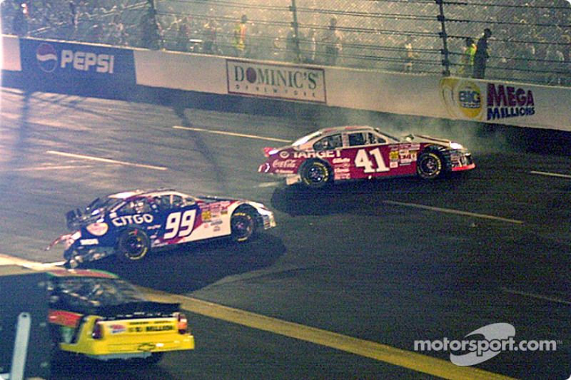 Jeff Burton y Jimmy Spencer ensucian la pista
