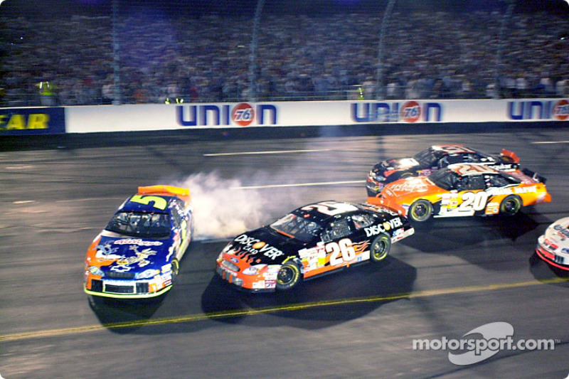 Todd Bodine intenta evitar a Terry Labonte