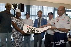 Sauber Petronas y Naciones Unidas unen esfuerzos contra el HIV/SIDA: Felipe Massa, Nick Heidfeld y P