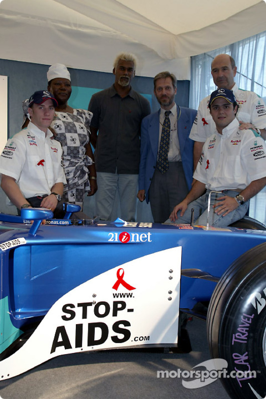 Sauber Petronas and United Nations join forces against HIV/AIDS: Nick Heidfeld, Felipe Massa and Pet