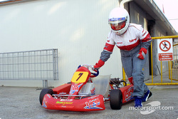 Donatella Di Giorgio pushes the kart