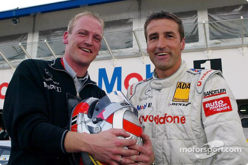 Bernd Schneider y el ingeniero de carrera, Volker Klink