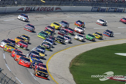 Matt Kenseth leads Dale Earnhardt Jr. and Jeff Gordon