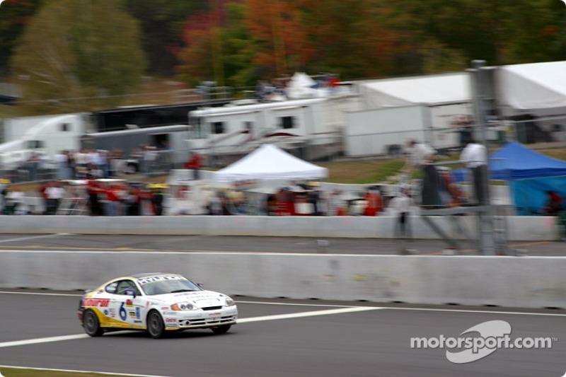 Hyundai Motorsports Hyundai Tiburon takes the checkered flag