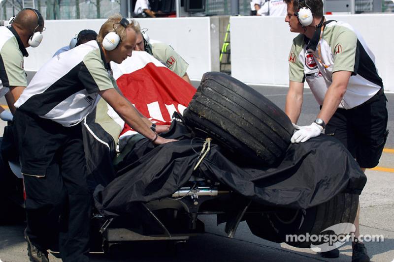 El accidentado BAR-Honda de Jacques Villeneuve