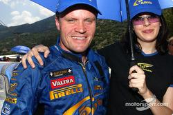 Tommi Makinen con una chica Subaru
