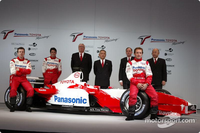 Olivier Panis, Cristiano da Matta and test driver Ricardo Zonta with Ove Andersson, Tsutomu Tomita,