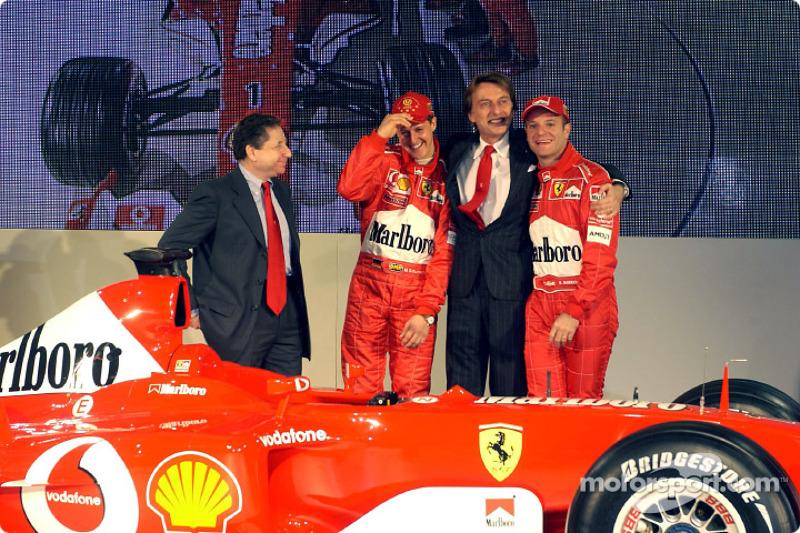 Luca di Montezemelo, Jean Todt, Michael Schumacher y Rubens Barrichello con el nuevo Ferrari F2003-GA